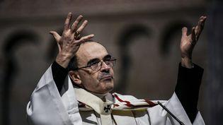 Le cardinal Philippe Barbarin, archevêque de Lyon, célébrant une messe le 3 avril 2016 à la cathédrale Saint-Jean à Lyon (Rhône). (JEFF PACHOUD / AFP)