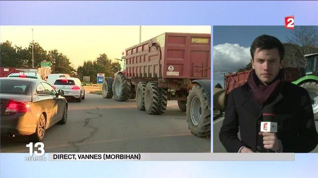 Vannes : les agriculteurs bloquent l'accès à la ville