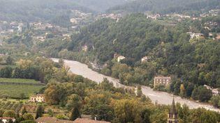 La rivière Ardèche charrie de la boue après de fortes pluies, à Aubenas, le 23 octobre 2013. (CLAUDE PETITJEAN / CITIZENSIDE / AFP )