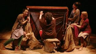 Trois comédiennes et une musicienne pour un texte puissant signé Tariq Rahimi.  (France 3 Culturebox)
