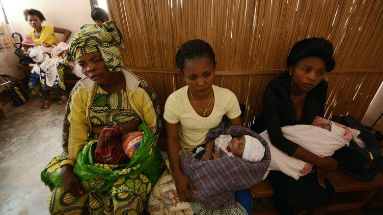 Des Congolaises dans un centre de vaccination du Nord-Kivu en 2015. (JUNIOR KANNAH / AFP)