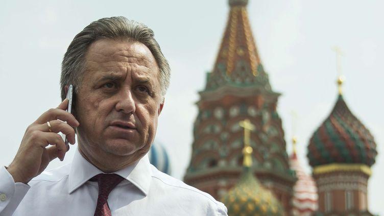 Vitali Moutko téléphone sur la place Rouge, le 27 juillet 2016 à Moscou (Russie). (PAVEL GOLOVKIN/AP/SIPA / AP)