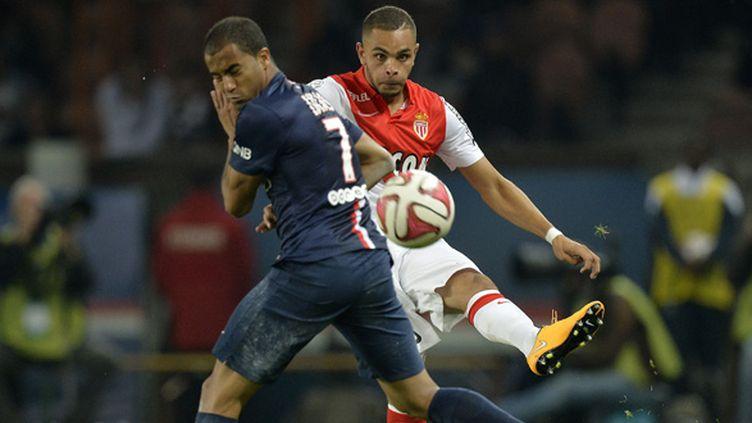 Kurzawa (Monaco) et Lucas (PSG) (MIGUEL MEDINA / AFP)