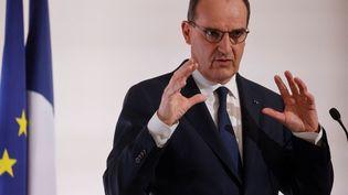 Le Premier ministre, Jean Castex, lors d'une conférence de presse sur l'épidémie de Covid-19, le 22 avril 2021 à Paris. (LUDOVIC MARIN / AFP)
