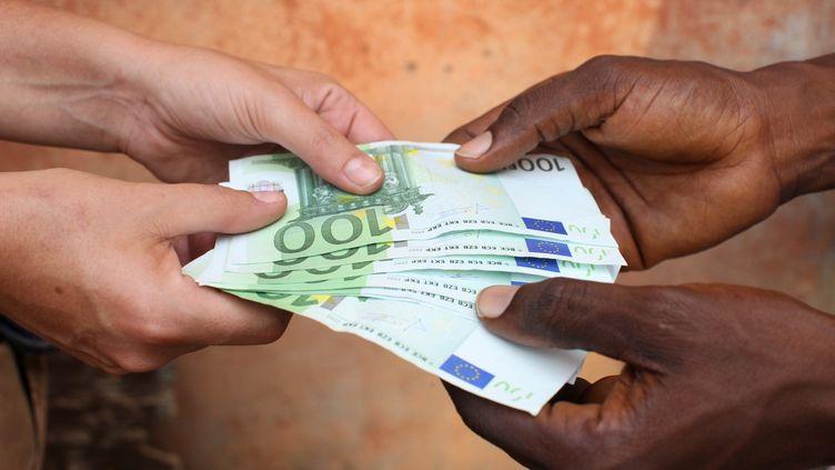 Image d'illustration. La corruption des élites, un fléau qui n'épargne aucun pays africain, selon le diplomate mauritanien Ahmedou Ould Abdallah. (Photo AFP/ Pascal Deloche/Godong)