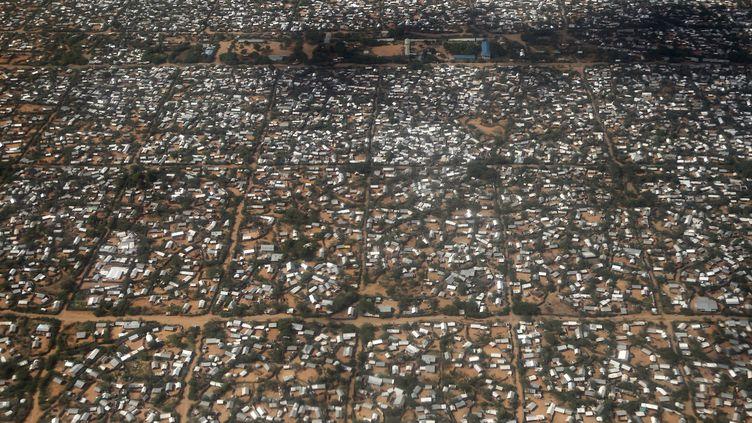 Vue aérienne du camp de Dadaab, à l'est du Kenya, près de la frontière avec la Somalie (mai 2015). (THOMAS MUKOYA / REUTERS)