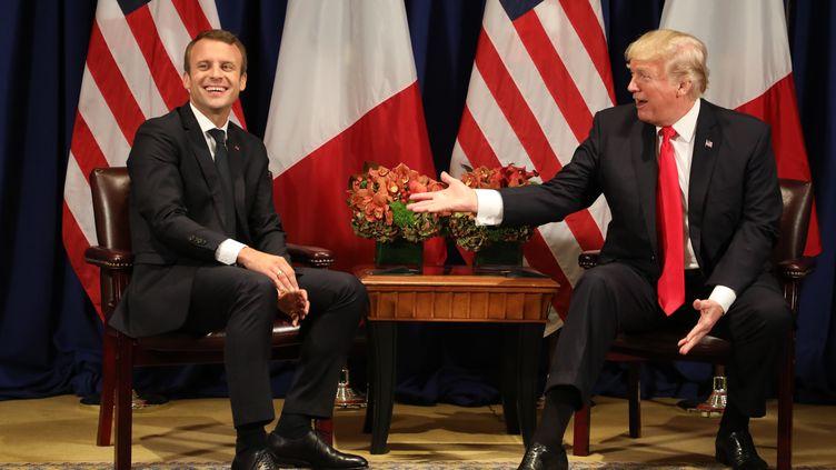 Emmanuel Macron et Donald Trump, à New York (Etats-Unis), le 18 septembre 2017, à l'occasion de la 72e assemblée générale de l'ONU. (LUDOVIC MARIN / AFP)