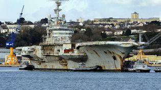 Le porte-avion Clémenceau, contaminé à l'amiante, en février 2009. (FRED TANNEAU / AFP)