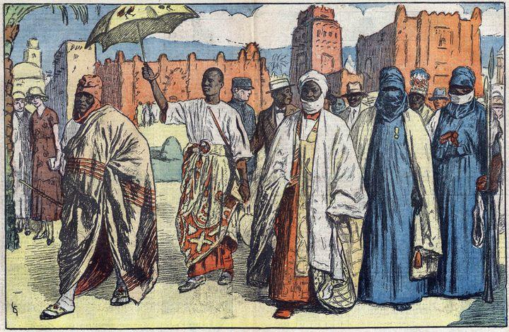 """Chefs d'Afrique occidentale francaise visitant l'Exposition coloniale à Vincennes. Illustration de Gignoux dans """"Le Pèlerin"""" du 19 juillet 1931 (lee/leemage / AFP)"""