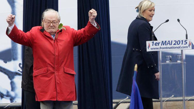 Jean-Marie Le Pen et sa fille Marine, lors du 1er mai 2015 à Paris. (PHILIPPE WOJAZER / REUTERS)