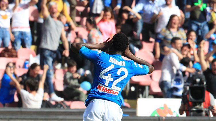 Le bonheur du Guinéen de Naples Amadou Diawar, buteur dans les arrêts de jeu contre le Chiévo (CARLO HERMANN / AFP)