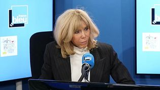 Brigitte Macron en studio avec Willy Rovelli. (FRANCE BLEU / RADIO FRANCE)