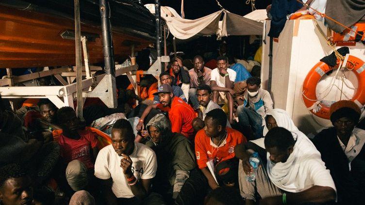 Le Lifelinetransporte à son bord 233 migrants. (AFP PHOTO / FELIX WEISS / MISSION LIFELINE E. V.)