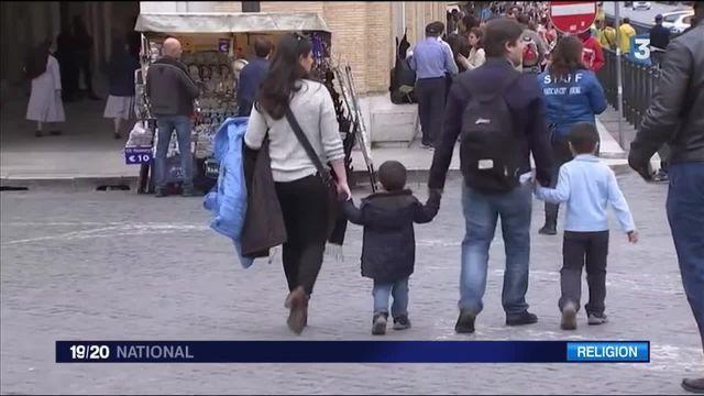 Église : le pape François tend la main aux divorcés remariés