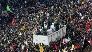 Des milliers de personnes assistent aux funérailles dugénéral Qassem Soleimanile 6 janvier 2020 à Téhéran (Iran). (FATEMEH BAHRAMI / ANADOLU AGENCY / AFP)