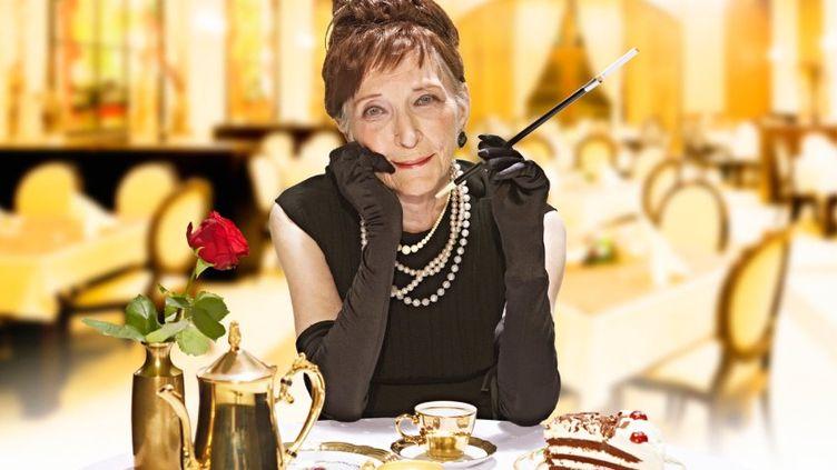 """Marianne Brunsbach, 86 ans, dans le rôle d'Audrey Hepburn dans """"Diamants sur canapé"""". (INTERNATIONAL.CONTILIA.DE)"""