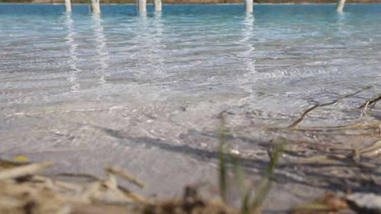 Un lac magnifique mais pollué (France 24)
