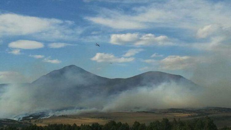 D'importants moyens aériens ont été déployés pour lutter contre l'incendie. (FRANCE 3 LANGUEDOC ROUSSILLON / LM SDIS 66)