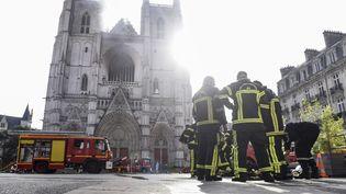 La cathédrale de Nantes (Loire-Atlantique) en feu, le 18 juillet 2020. (SEBASTIEN SALOM-GOMIS / AFP)