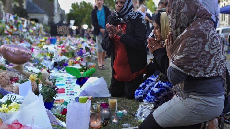Un groupe de femmes prie pour les victimes de l'attentat de Christchurch, en Nouvelle-Zélande. (PETER ADONES / ANADOLU AGENCY)