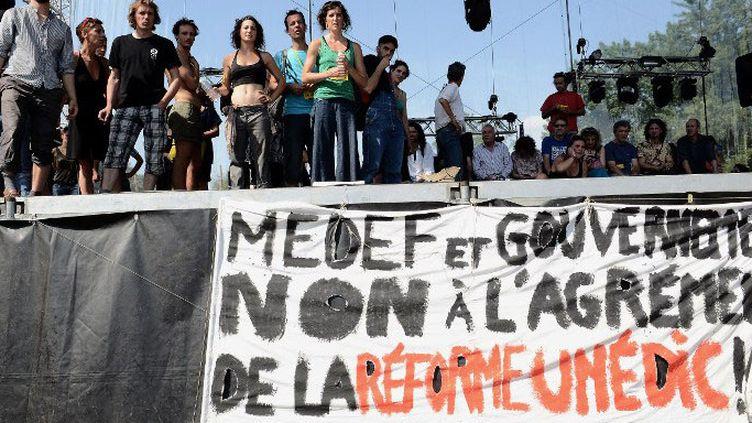 Les intermittents du spectacles bloquent l'ouverture du festival Rio Loco à Toulouse, le 11 juin  (REMY GABALDA / AFP)