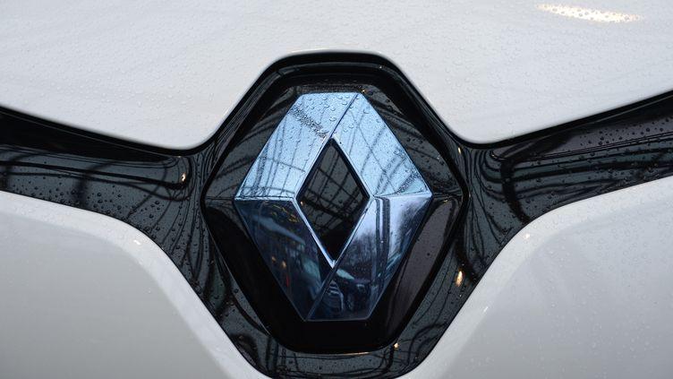 La marque au losange évoque pour la première fois la possibilité de construire des modèles hybrides. (PATRIK STOLLARZ / AFP)
