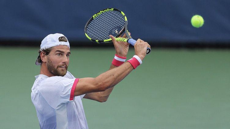 Maxime Cressy à la volée lors du premier tour de l'US Open contre Jozef Kovalik.