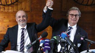 Thomas Savare, président du Stade Français, et Jacky Lorenzetti, président du Racing 92, lors de la conférence de presse d'annonce de fusion entre les deux clubs, le 13 mars 2017, à Paris. (THOMAS SAMSON / AFP)