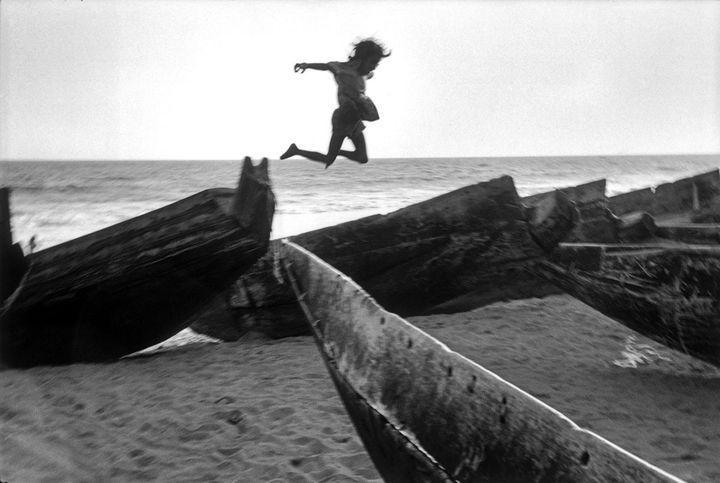 """Martine Franck, """"Plage, village de Puri, Inde"""", 1980  (Martine Franck / Magnum Photos)"""