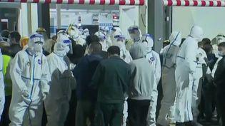 Chine: panique à l'aéroport de Shanghai lors d'un dépistage massif (FRANCE 2)
