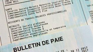 Une fiche de paie avec le détail des cotisations (photographied'illustration). (DOMINIQUE GUTEKUNST / MAXPPP)