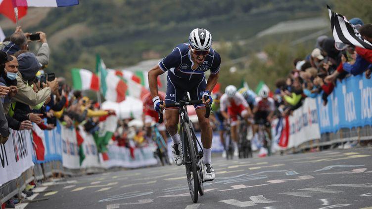 Le Français Julian Alaphilippe sur le circuit des Championnats du monde d'Imola, le 27 septembre 2020. (LUCA BETTINI / AFP)