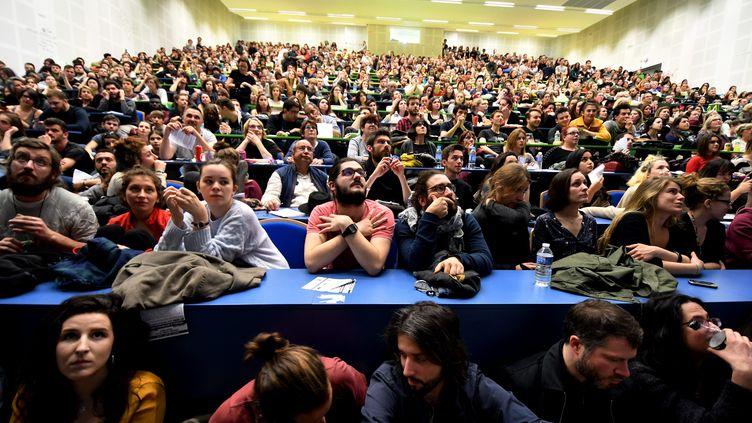 Le grand amphithéâtre de l'université de Toulouse, lors d'une assemblée générale, le 13 mars 2018. (MAXPPP)