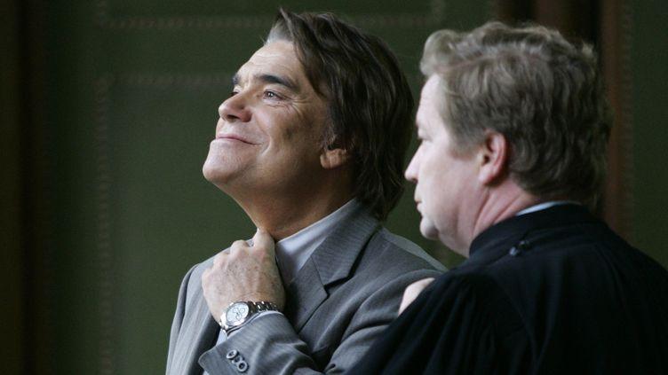 Bernard Tapie et son avocat Maurice Lantourne, le 19 octobre 2005 à Paris. (CHARLES PLATIAU / REUTERS)