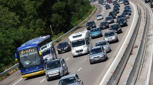 Des automobilistes sur l'autoroute A7 près de Valence (Drôme), le 1er août 2015. (CHRISTOPHE ESTASSY / CITIZENSIDE / AFP)