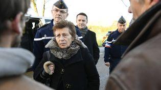 La préfète de la région Pays-de-la-Loire, Nicole Klein, inspecte la route D281 traversant la Zad de Notre-Dame-des-Landes (Loire-Atlantique), le 26 janvier 2018. (FRANCK DUBRAY / AFP)