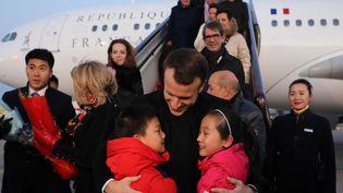 Le président de la République Emmanuel Macron lors de son arrivée à l'aéroport de Pékin (Chine), le 8 juillet 2018. (LUDOVIC MARIN / POOL)