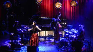 La chanteuse Elina Duni en concert à Londres, le 19 novembre 2013 (ANDY SHEPPARD / REDFERNS / GETTY IMAGES)