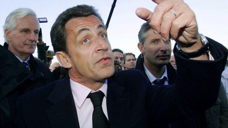 Nicolas Sarkozy sur le port de pêche du Guilvinec (Finistère), le 6 novembre 2007.  (ANDRE DURAND / AFP POOL)