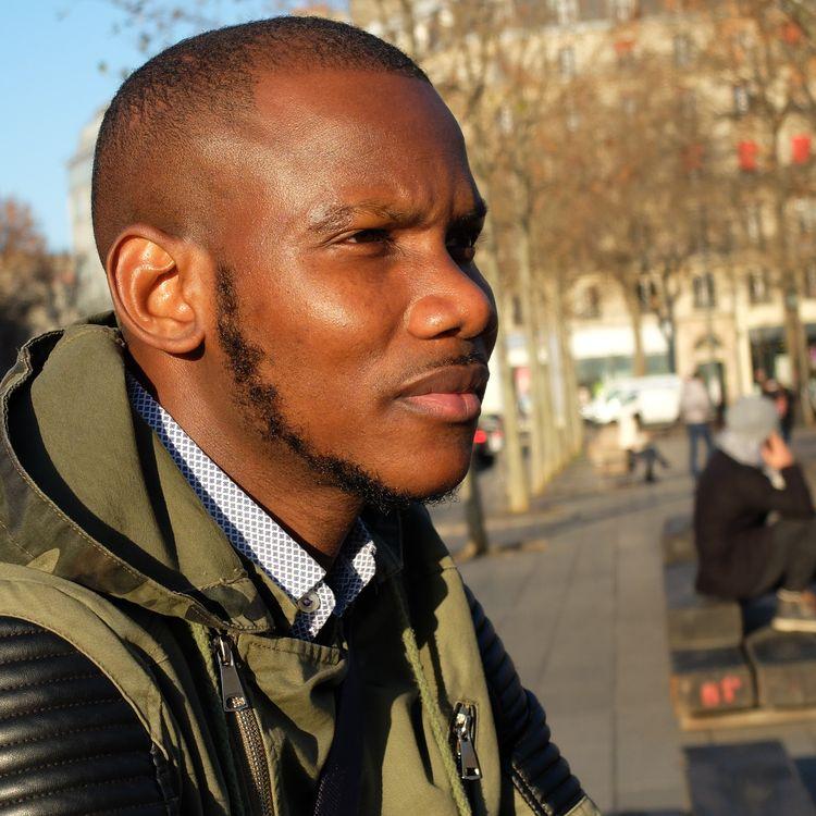 Lassana Bathily, place de la République à Paris, le 27 décembre 2016. (MARGAUX DUGUET / FRANCEINFO)