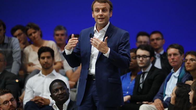 Emmanuel Macron, le 12 juillet 2016 lors d'un meeting à la Mutualité, à Paris. (PATRICK KOVARIK / AFP)
