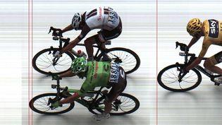La photo finish du sprint final entre Rigoberto Uran et Warren Barguil, en clôture de la 9e étape du Tour de France. (HANDOUT / A.S.O)