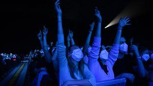 Un concert-test sans distanciation physique le 27 mars 2021, organisé à Barcelone (Espagne). (ADRIA PUIG / ANADOLU AGENCY / AFP)