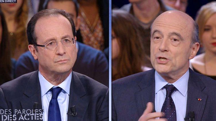 François Hollande (à g.) et Alain Juppé débattent sur France 2, le 26 janvier 2012. (AFP PHOTO / FRANCE 2)