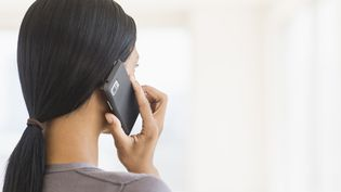 Le ministère de la Santé a mis en place, lundi 28 septembre, un numéro vert, le0800 08 11 11, pour répondre aux questions sur l'IVG. (TETRA IMAGES / TETRA IMAGES RF)