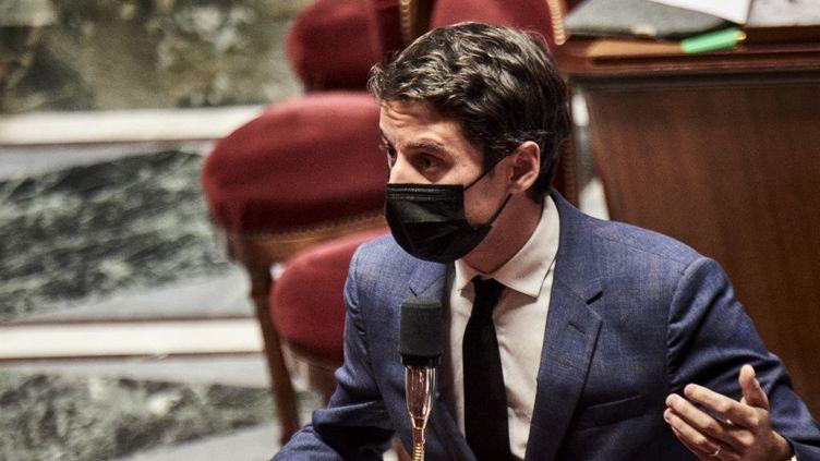 Le porte-parole du gouvernement, Gabriel Attal, le 30 mars 2021, à l'Assemblée nationale. (ANTONIN BURAT / HANS LUCAS / AFP)