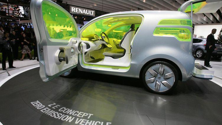 La Z.E., un concept car de voiture non polluante, présentée par Renault au Mondial de l'automobile de Paris le 2 octobre 2008. (MAXPPP)