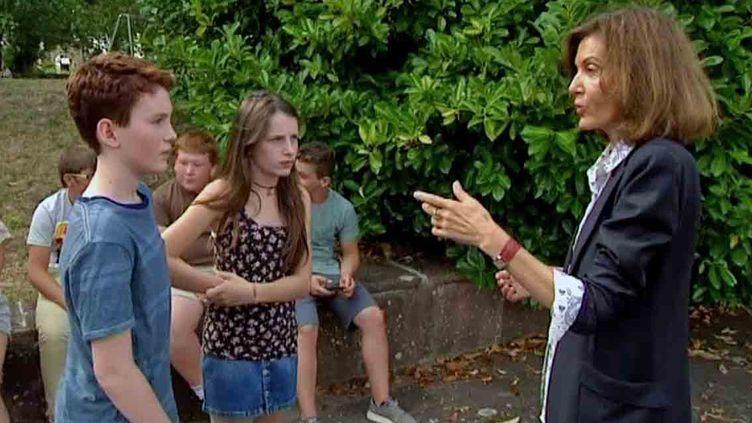 La réalisatrice Anne Fontaine dirige des enfants pour son film dans les Vosges  (France Télévisions/culturebox)