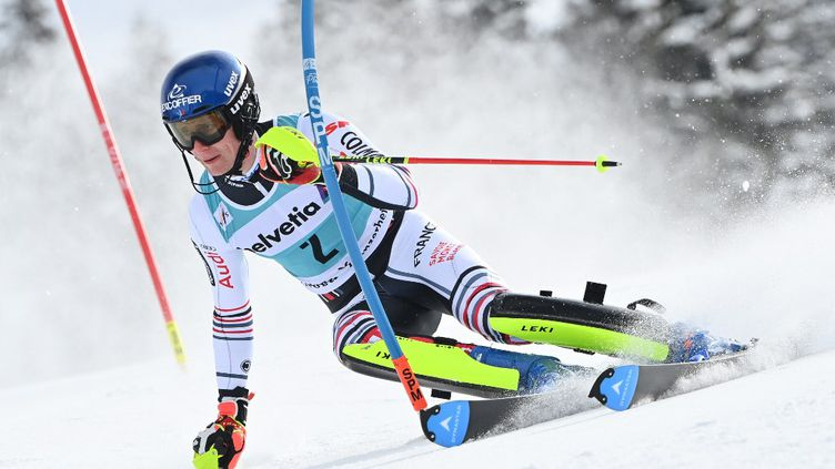 Clément Noël, lors du slalom des finales de la Coupe du monde à Lenzerheide (Suisse) ce dimanche 21 mars. (FABRICE COFFRINI / AFP)