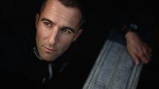 Photo prise le 31 octobre 2016 du skipper français Armel Le Cleac'h aux sables d'Olonne, le 31 octobre 2016. (JEAN-SEBASTIEN EVRARD / AFP)
